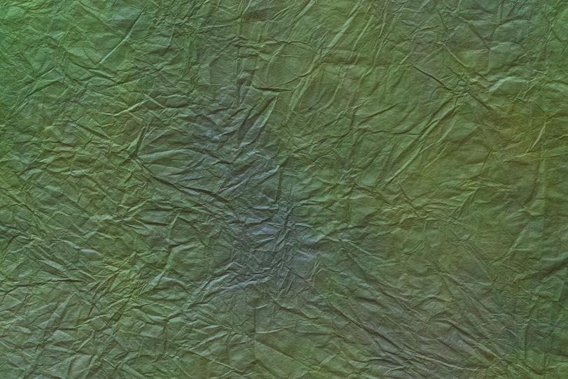 皺の沢山ある緑青色の揉染和紙の写真画像