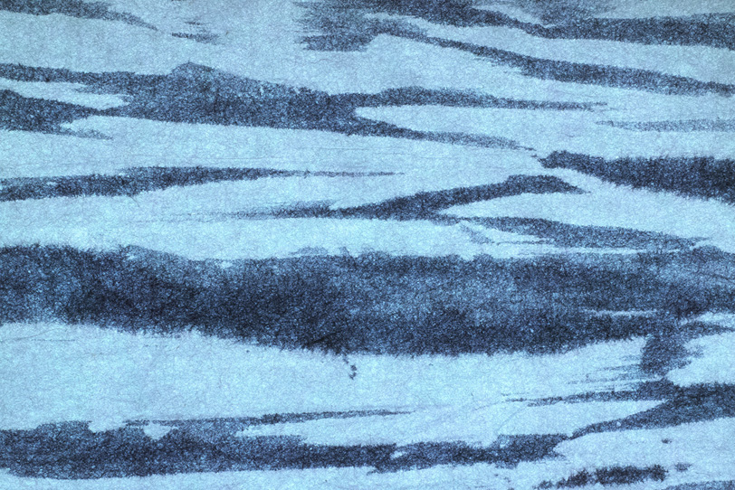 紺青色と空色の柳絞り和紙の写真画像