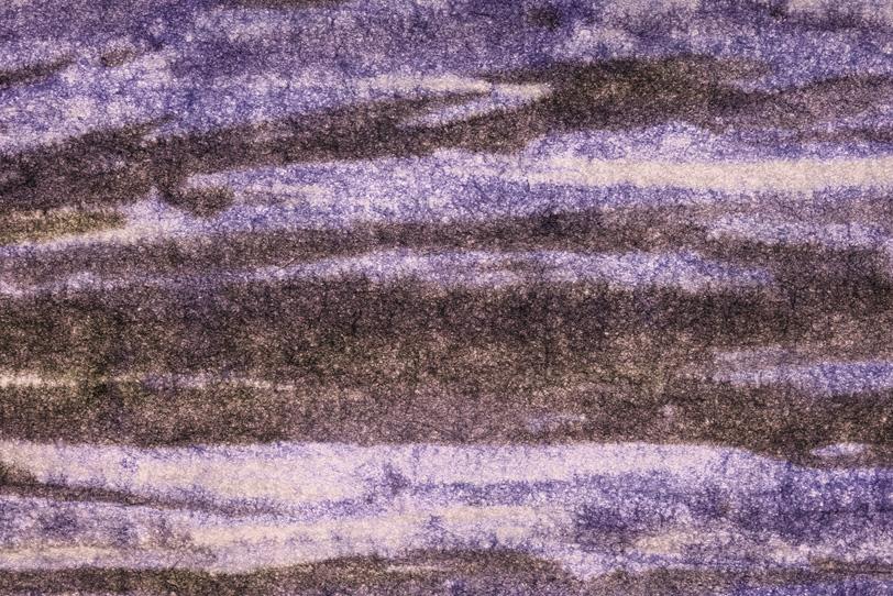 鉄黒色と薄紫の柳絞り和紙の写真画像