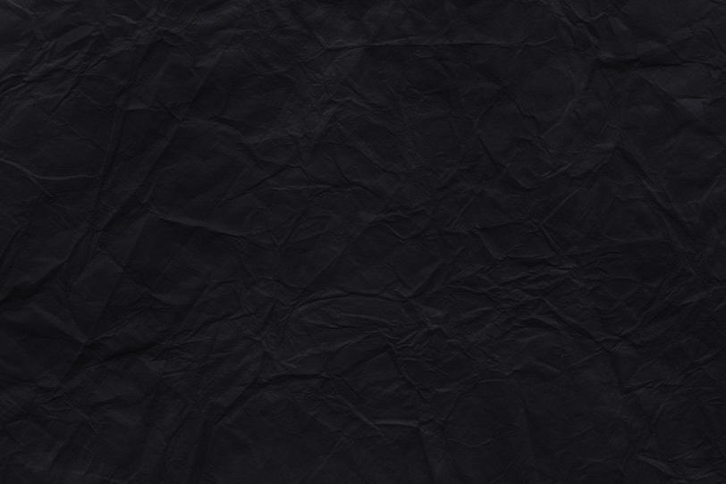 真っ黒に染まった揉み染めの和紙の写真画像