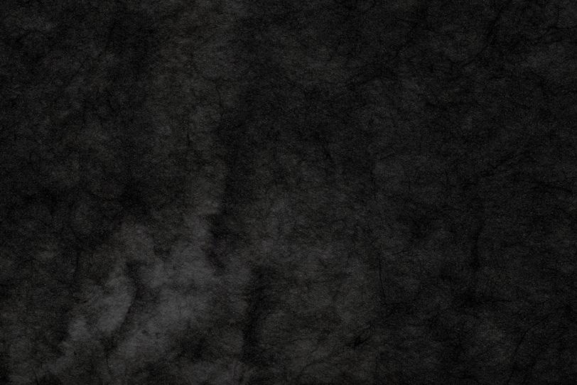 濃淡のある暗黒色の絞り染め和紙の写真画像