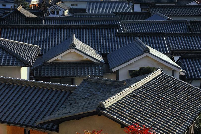 瓦屋根が犇めく和の景観の写真画像