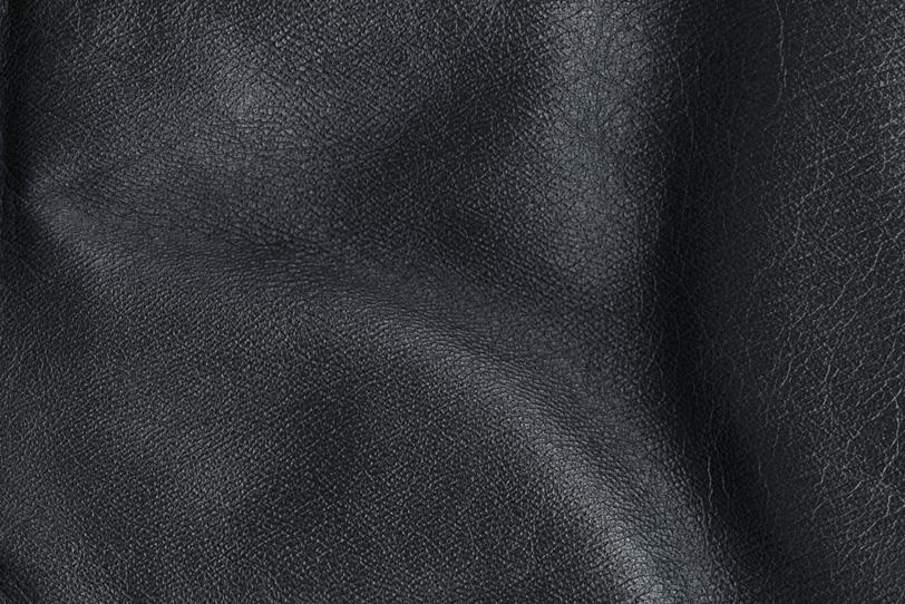 シワの入った黒くて厚い皮の写真画像