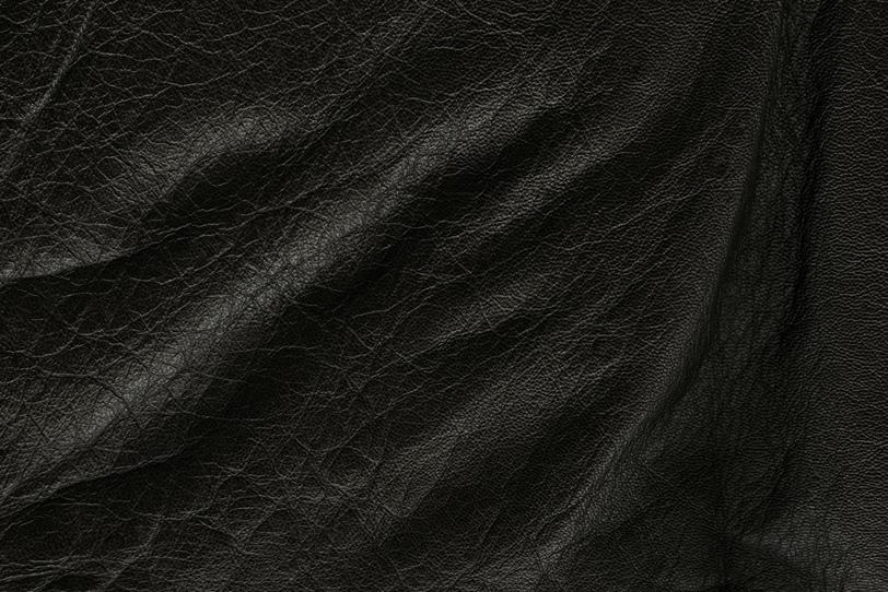 ドレープの様なたるみのある皮の素材の写真画像