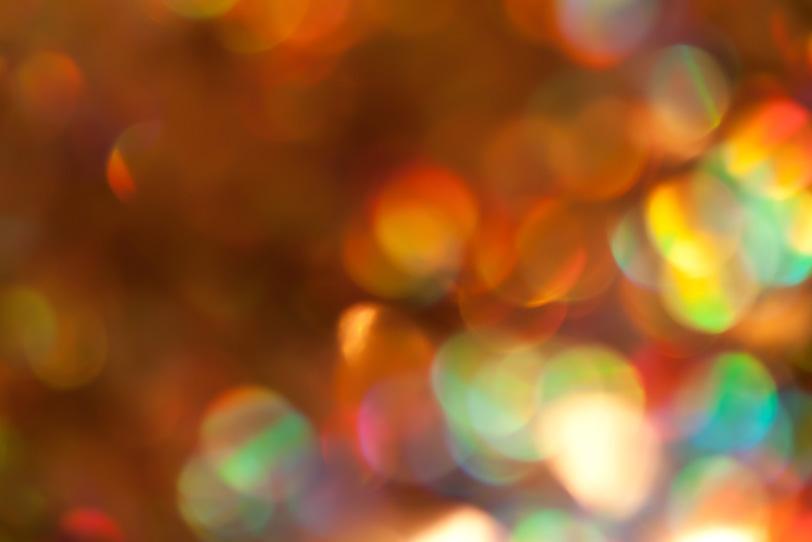 キラキラと反射する虹色の光の写真画像