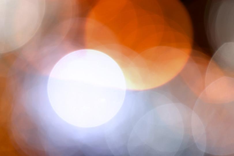 キラリと光る大きなボケの写真画像