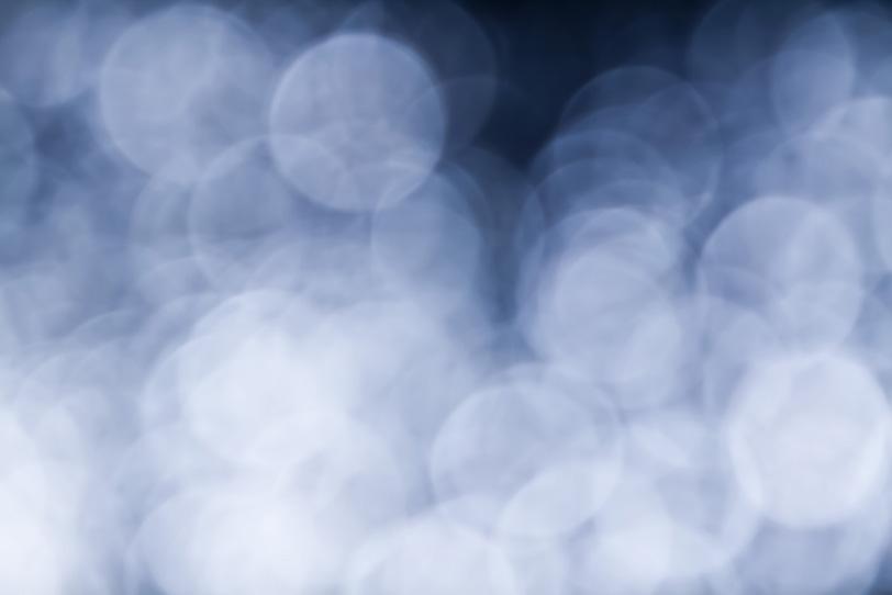 揺らめく青白い光の背景の写真画像