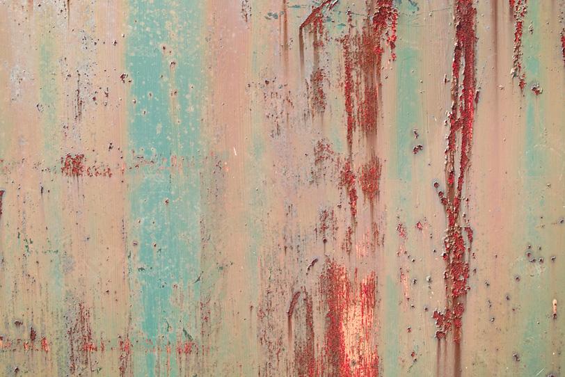 塗装の下からサビが浮き出た鉄の写真画像