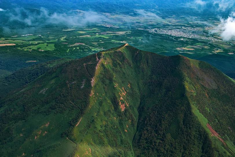 高山の頂きから望む平野の写真画像