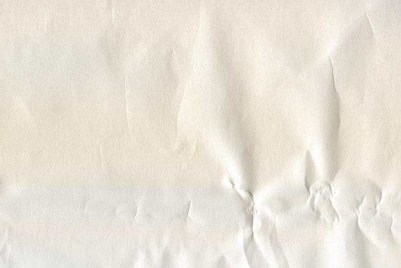硬い大きなシワのある白紙の写真画像