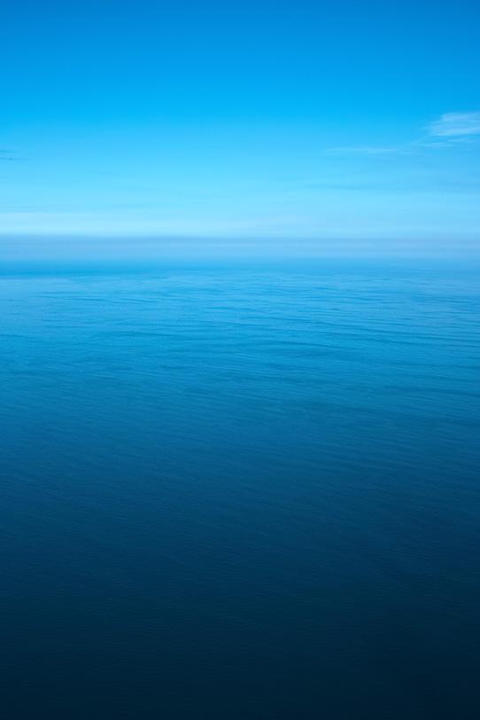 「静かな海と滲む水平線」の素材を無料ダウンロード