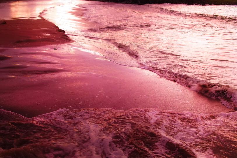 煌めくビーチサイドの写真画像