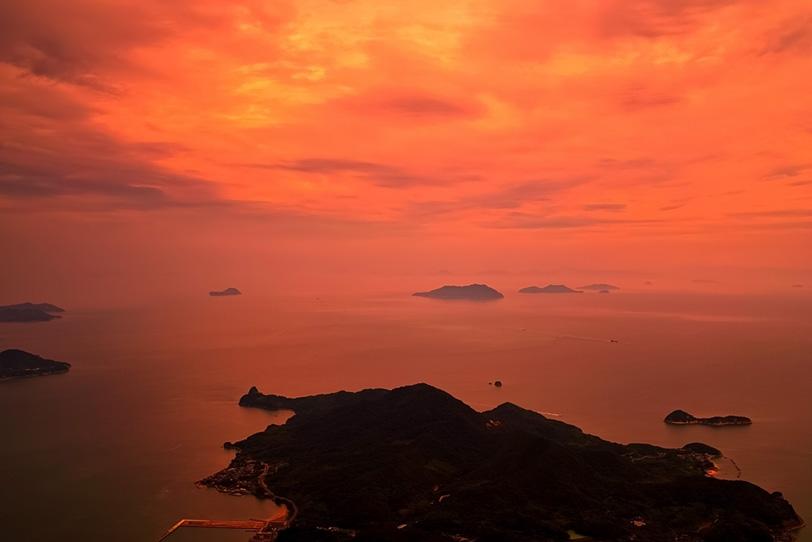 夕焼けの瀬戸内海の写真画像