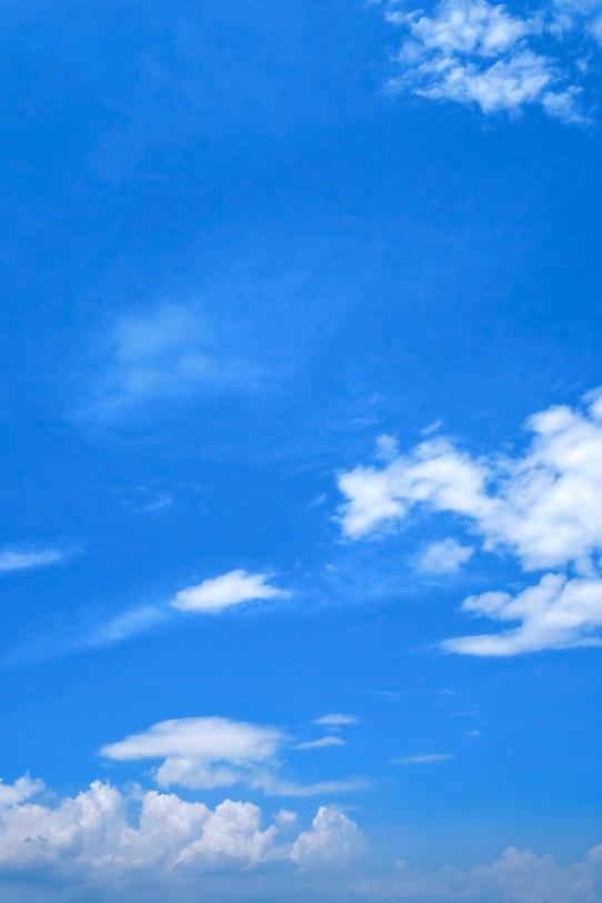 積乱雲と壮大な青空の写真画像