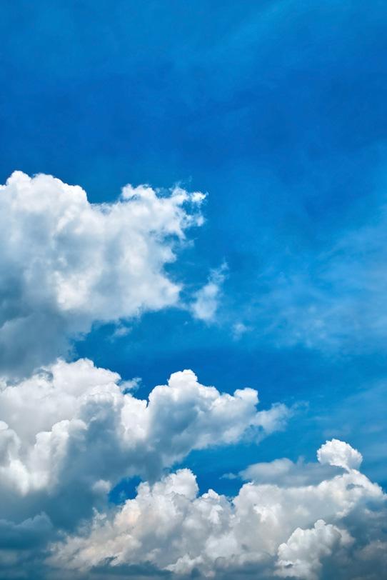 夏の青空と入道雲の写真画像