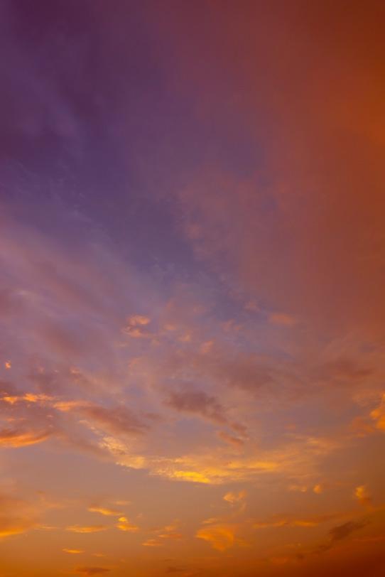 瑞雲が輝く綺麗な夕焼けの写真画像