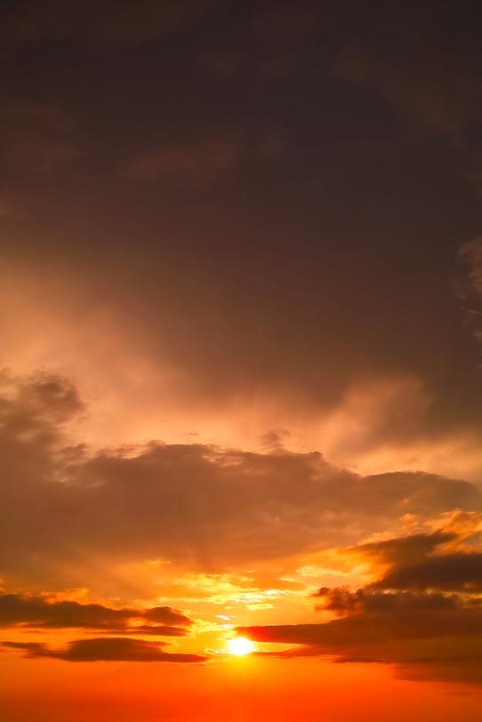 夕焼けの空に心を奪われるの写真画像