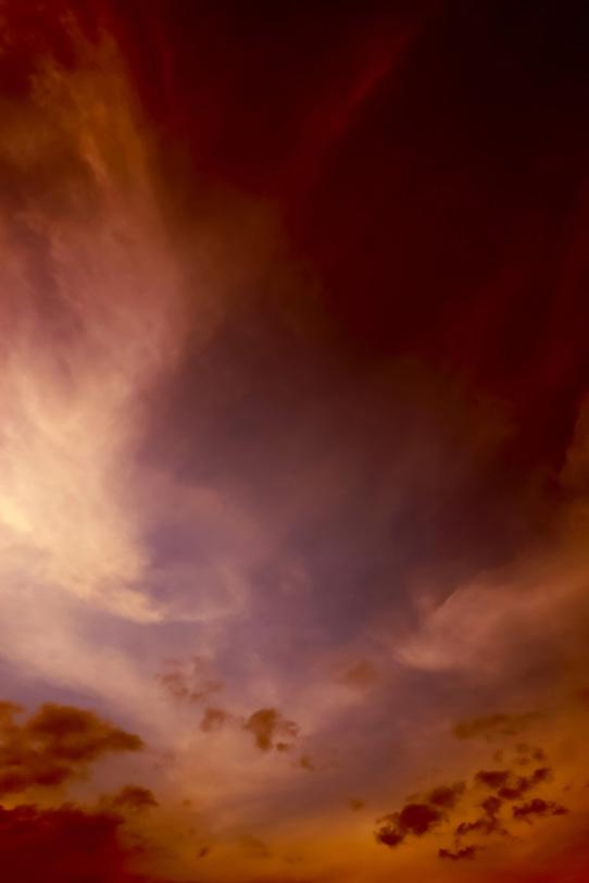 夕焼けの光が日没の空に残るの写真画像