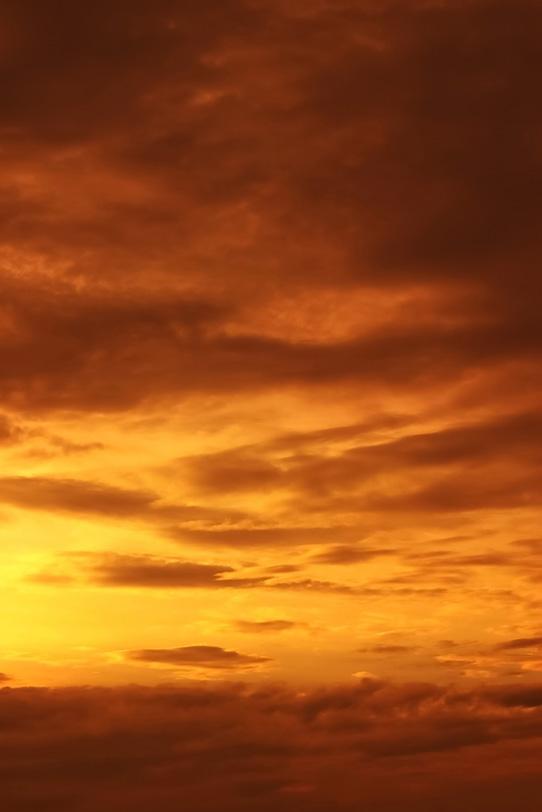 尊厳なる感動的な夕焼けの写真画像