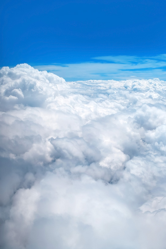 神々しい叢雲と青空の写真画像