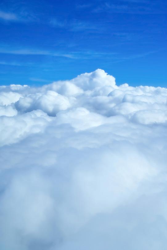 何処までも続く雲と青空の写真画像