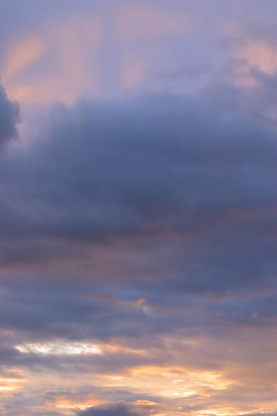 神秘的な心洗われる夕焼けの写真画像