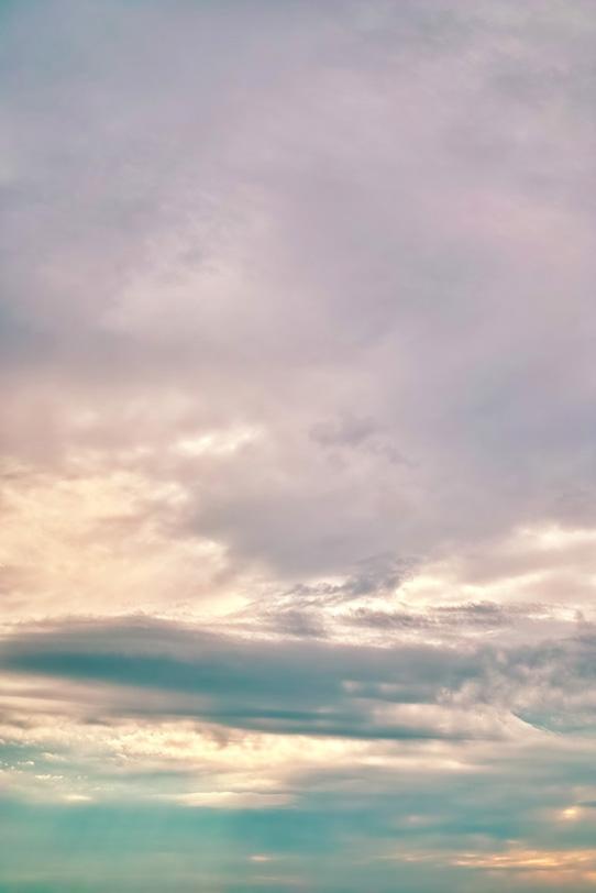 崇高なる淡く彩られた夕焼けの写真画像