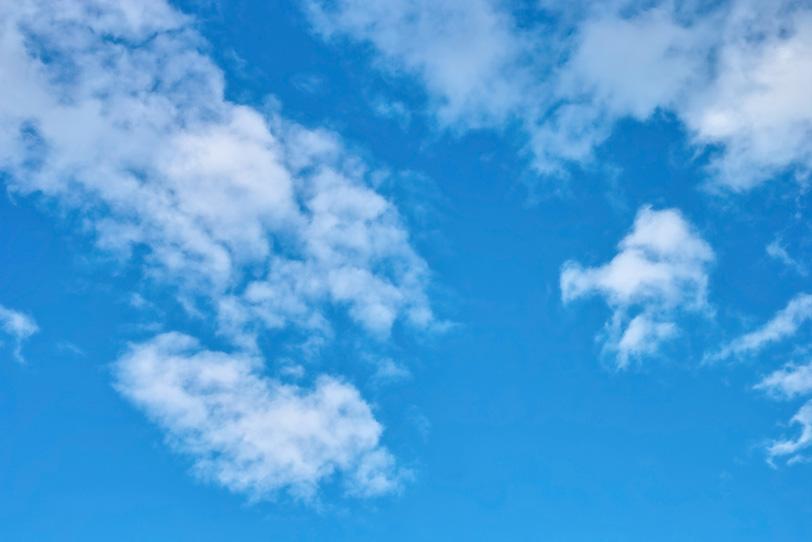 気持ちのいい青空と白雲の写真画像