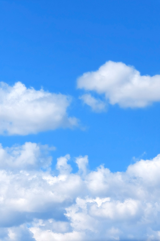 雲上の濁りのない青空の写真画像