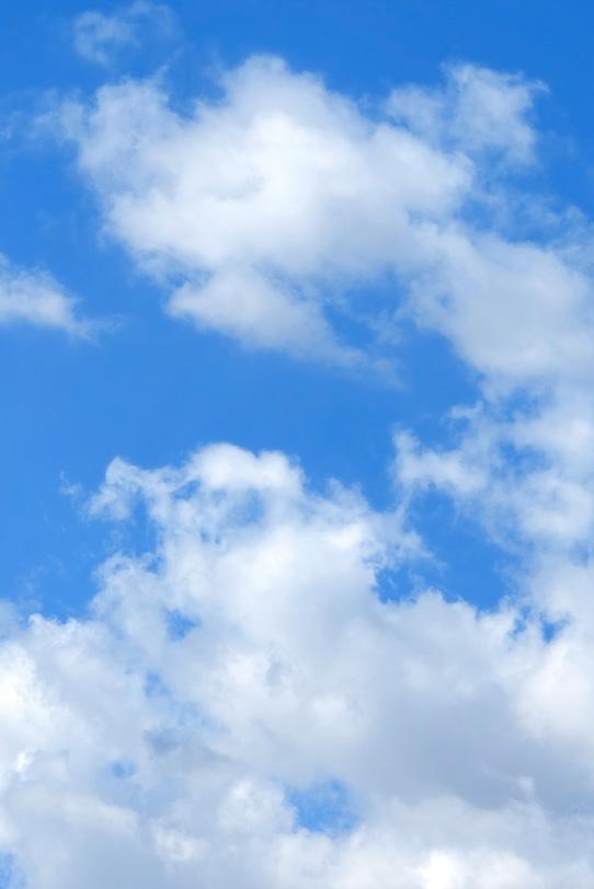 気持ちのいい青空と白い雲の写真画像