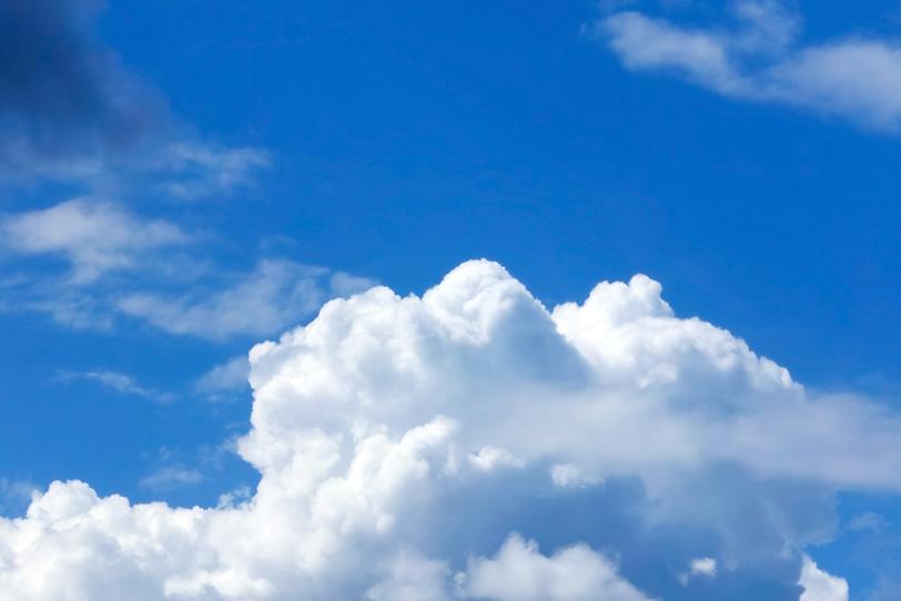 無毛雲と瑠璃紺の青空の写真画像