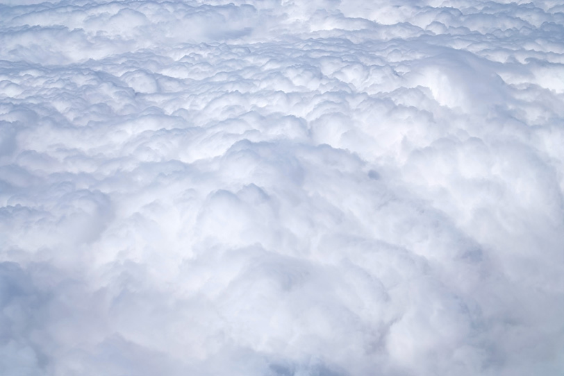 雲の上に広がる白い別世界の写真画像