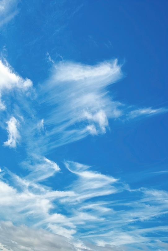 鉤状雲と澄み渡る秋の青空の写真画像