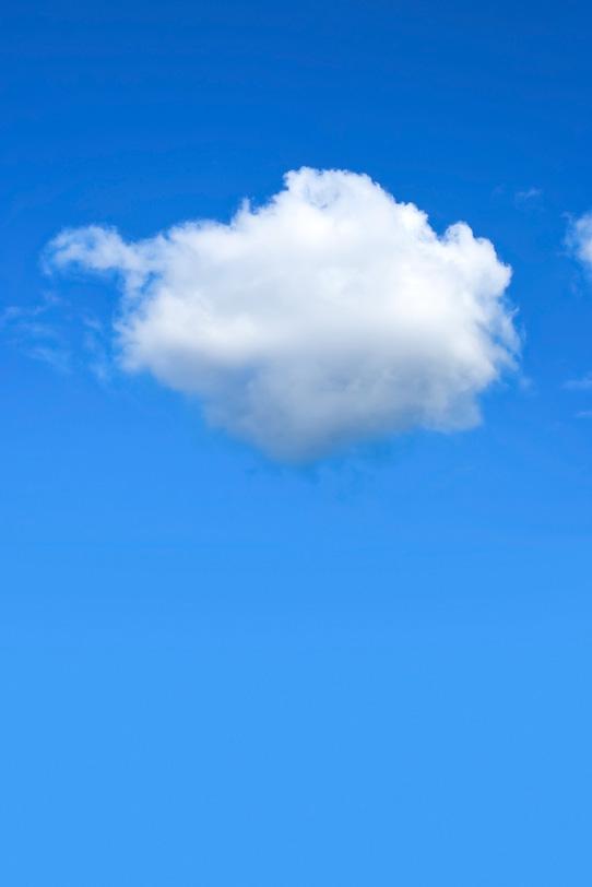 青空にポツンと浮かぶ丸い雲の写真画像