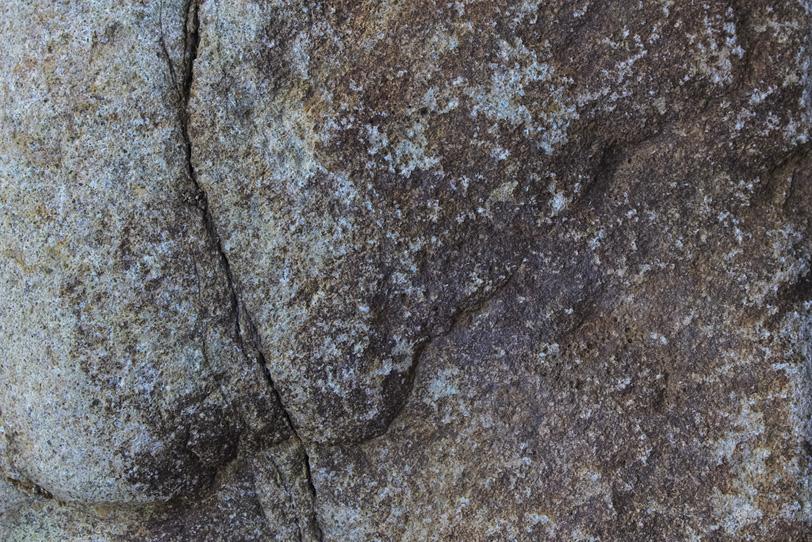 岩の割れ目の写真画像