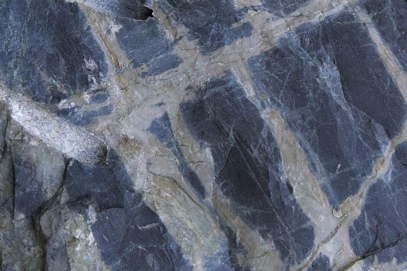 幾何学的模様の石の写真画像