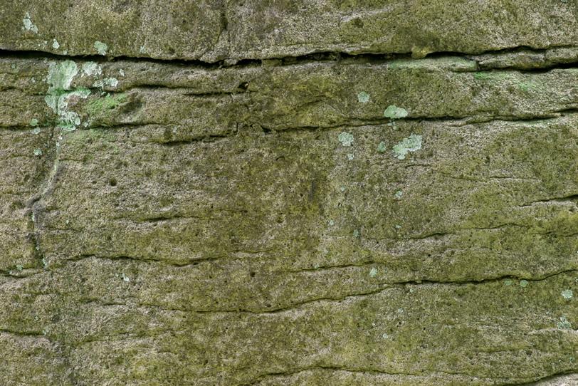 切れ目のある古い石壁の写真画像
