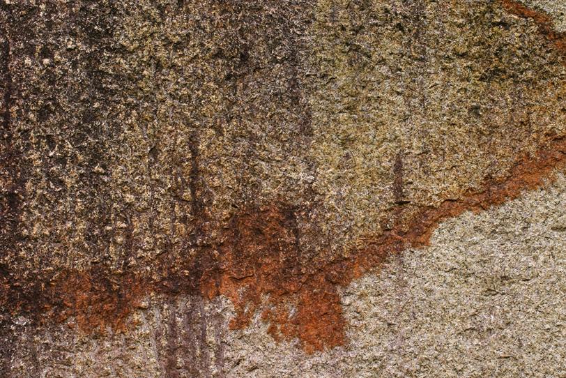 水によって侵食した石の質感の写真画像