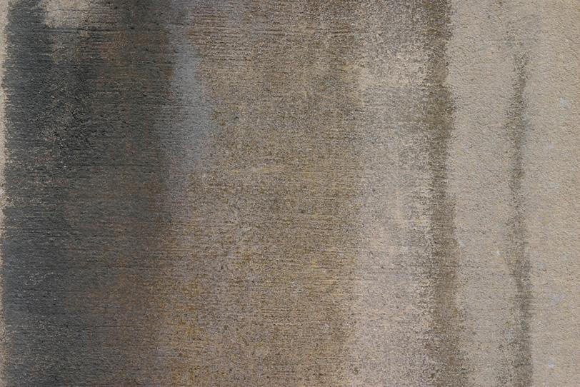 水で湿ったセメント素材の壁の写真画像