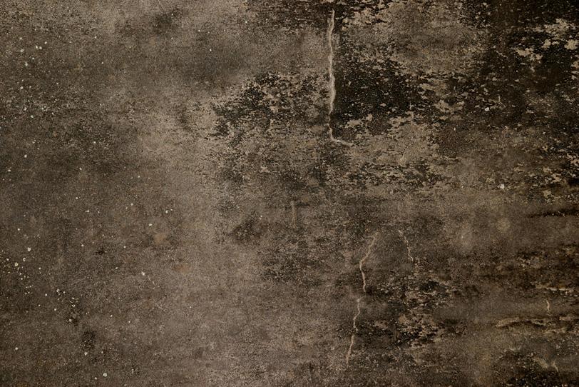 茶色く黒ずんだ古いコンクリート壁の写真画像
