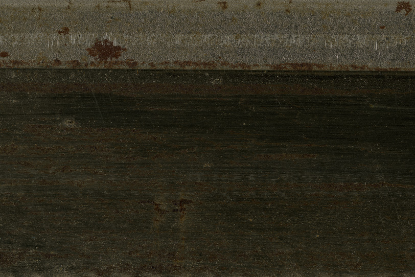 擦り傷と錆が浮いた鉄の写真画像