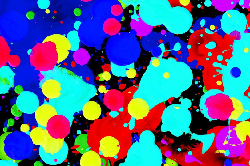 水色・紺色・赤色・黄色の綺麗な水玉壁紙