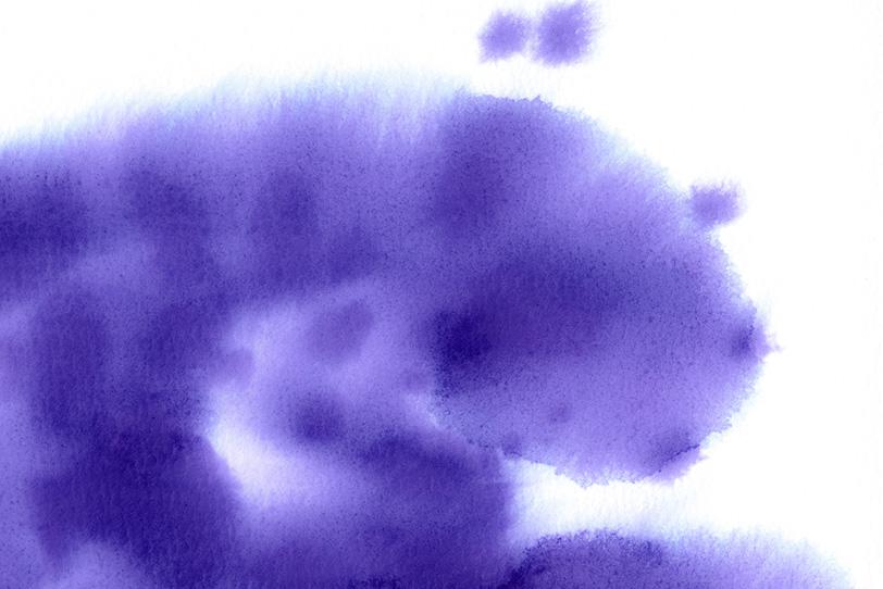 紙に滲む紫色の水彩テクスチャの写真画像