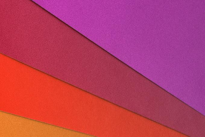 華やかな赤系の色