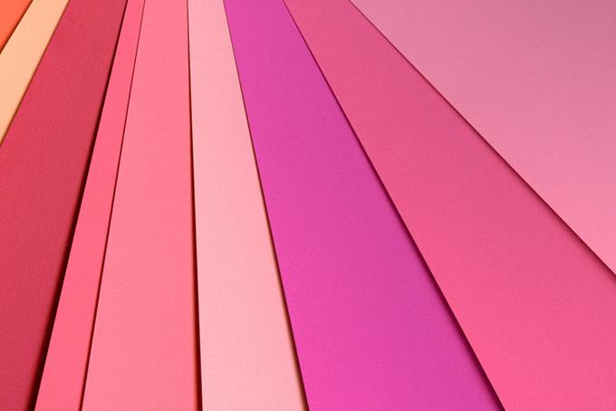 薄いピンク系の色合い