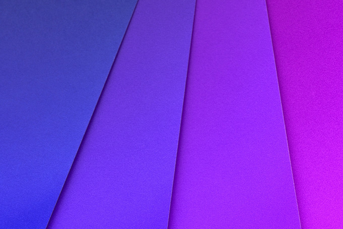 青色からピンクの色合い