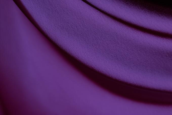 紫色の布地の背景イメージ