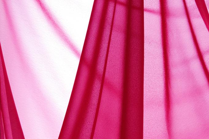 薄いピンク色の布地