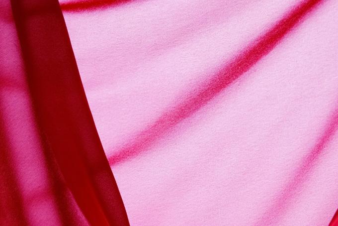 春を感じる華やかなピンクの布
