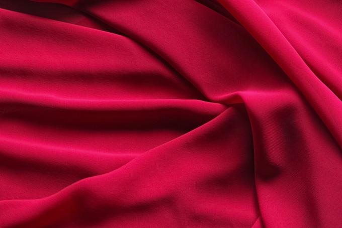 高級感のある深紅の布の背景